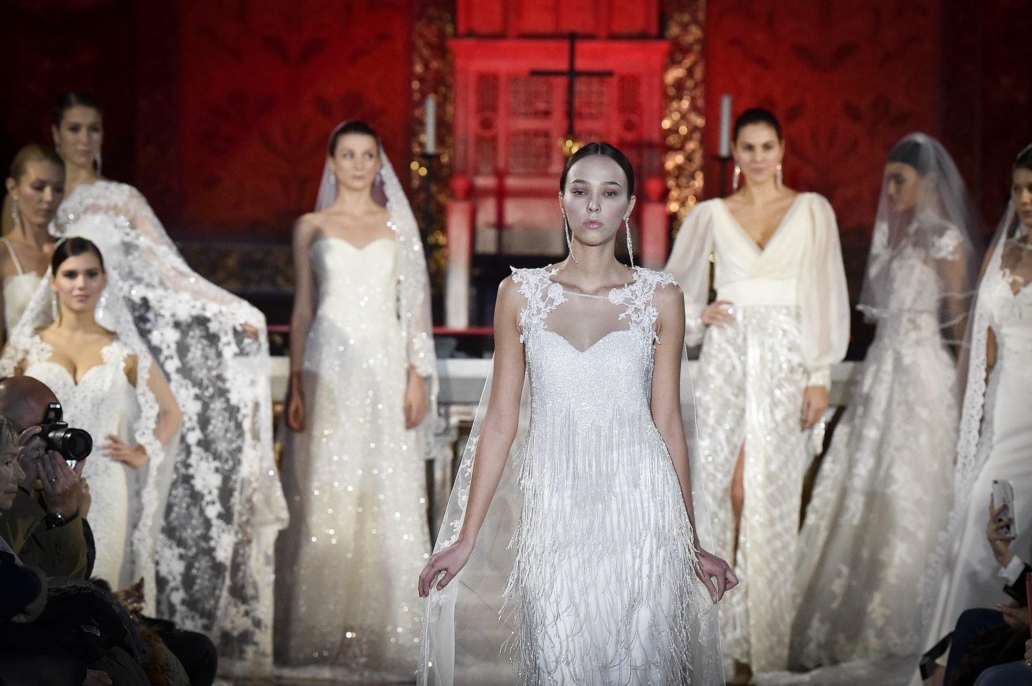 """Roma Fashion White"" sfila in St. Paul's Within the Walls"
